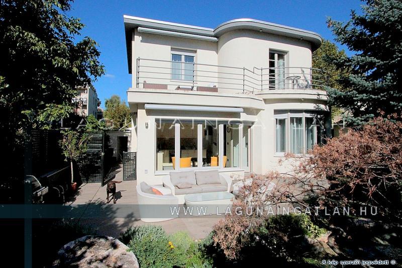 Bauhaus villa eladó